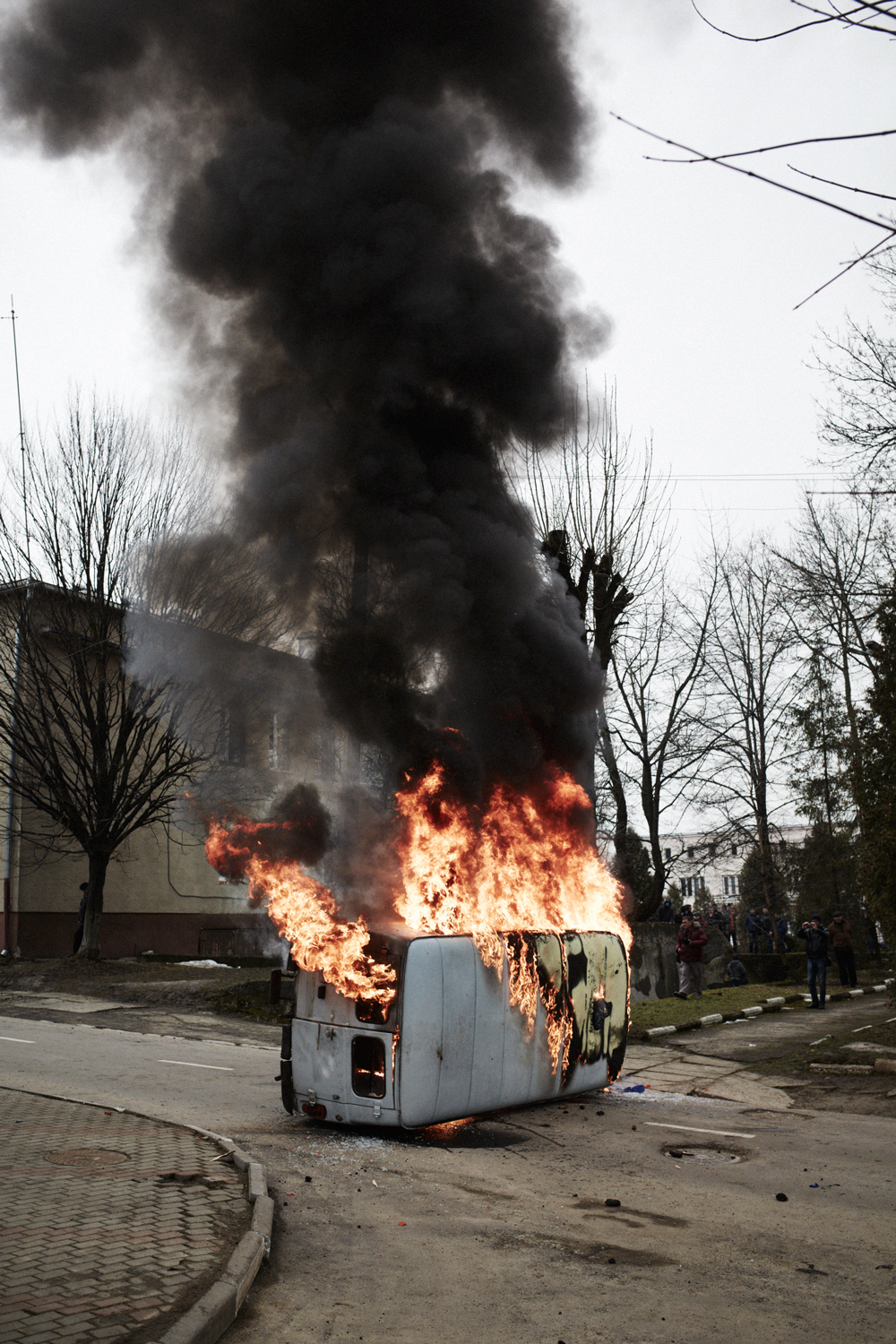 Burning Security Service of Ukraine vehicle, Kalush, February 2014